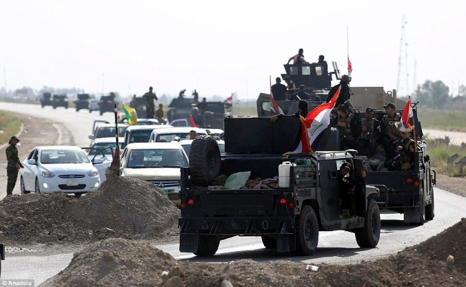 34BEAEE100000578-3615928-A_huge_Iraqi_security_forces_convoy_advabecs_on_the_road_toward_-a-11_1464592503915