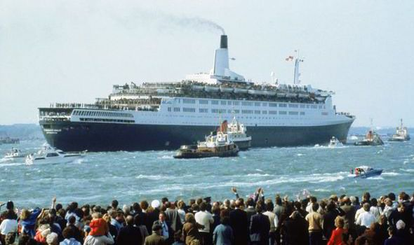 qe2-falklands-war.jpg